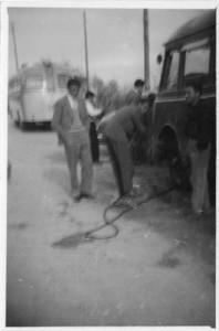vincenzo-grasso-apollosa-1956-fiat-626-sostituzione-gomma-1950-4